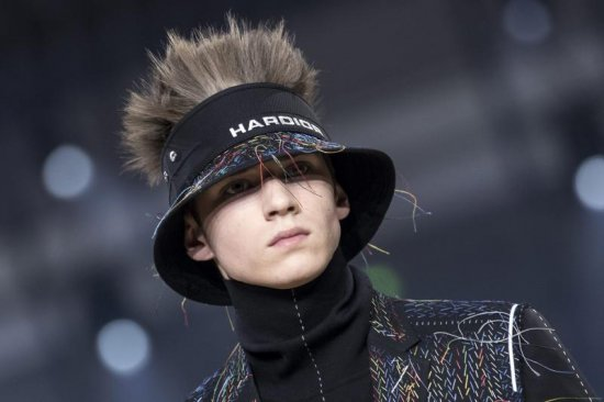 dior-sombreros-pasarela-española